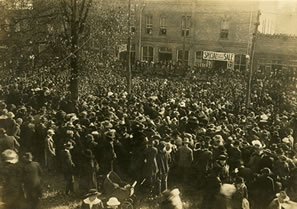 crowd in Toccoa to see Billy Sunday