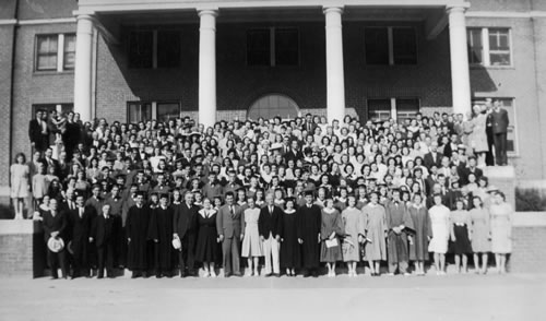 1940 graduates and student body